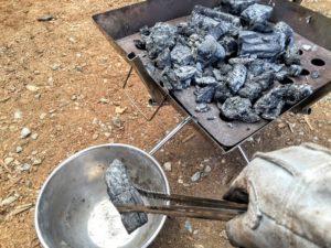炭の処理 大きな炭を移す