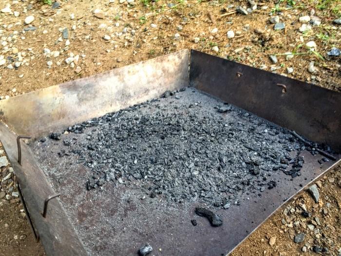 使用後の炭 灰