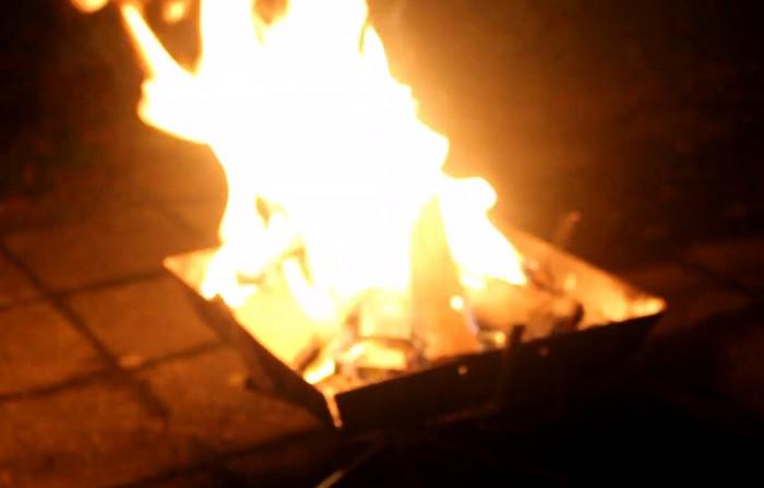 炎をあげて燃える