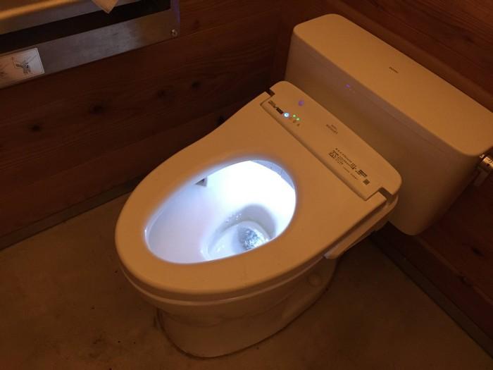 昭和の森 キャンプ トイレ 夜