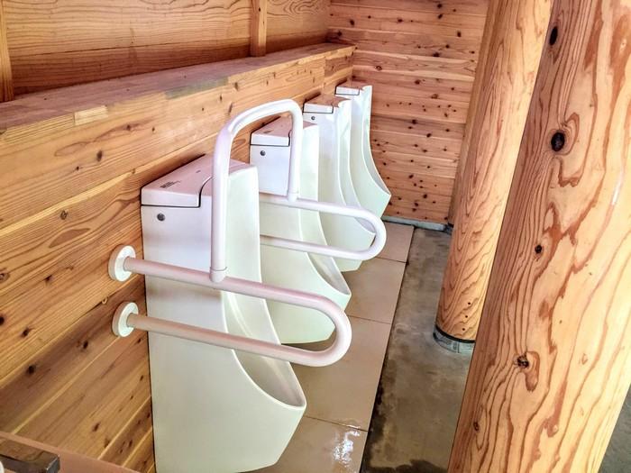 昭和の森 キャンプ 男子トイレ