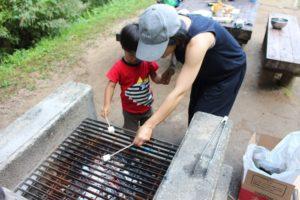 キャンプ料理 焼きマシュマロ
